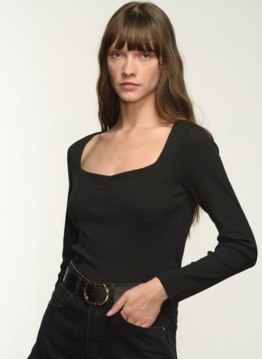 NGSTYLE NGKSS21BL0002 Yaka Büzgü Detaylı Bluz Siyah